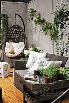 Stunning ways to outfit small balcony or patio lace and for Small balcony ideas on a budget